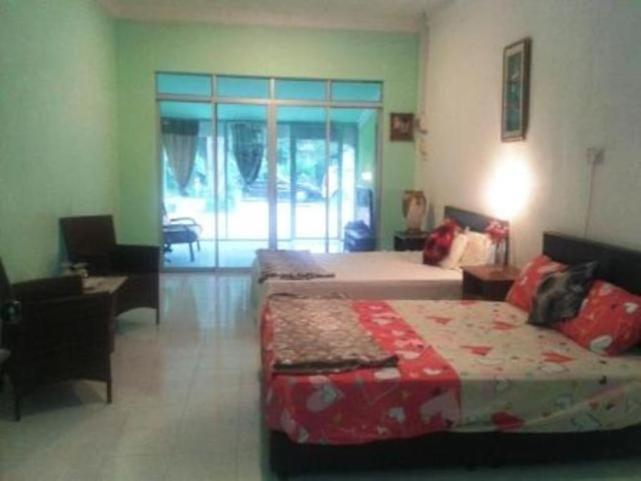 Spacious Family Room Fully Furnish