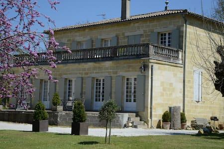 Charming house near Bordeaux - Ev