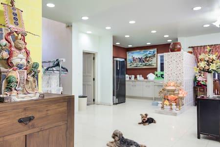 DISCOUNT!3BR Lovely Home IN BANGKOK - Casa