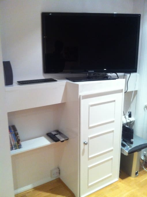 Flat screen TV, DVD player and IPOD dock