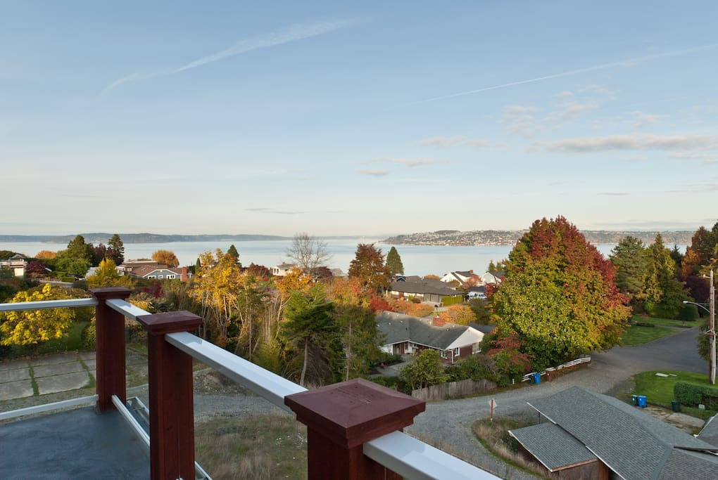 Private balcony to enjoy watching amazing sunrises, cargo ships, boat traffic & occassional egales.