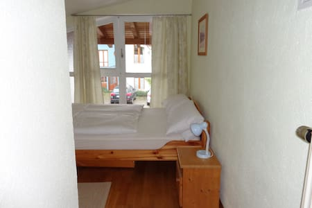 Kleine ruhige Wohnung in Messenähe - Flat