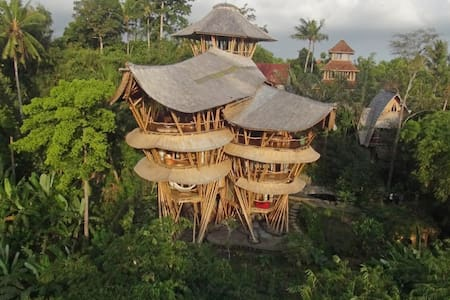 A unique bamboo house and a work of art. Both the river valley view & interior are remarkable, providing such a marvelous feast to the eyes that guests find it extraordinary to live so in touch with nature but with complete luxury.