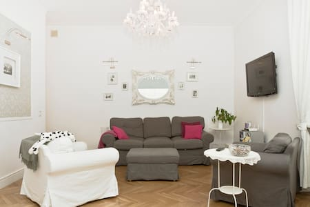 Elegant apt in heart of Warsaw
