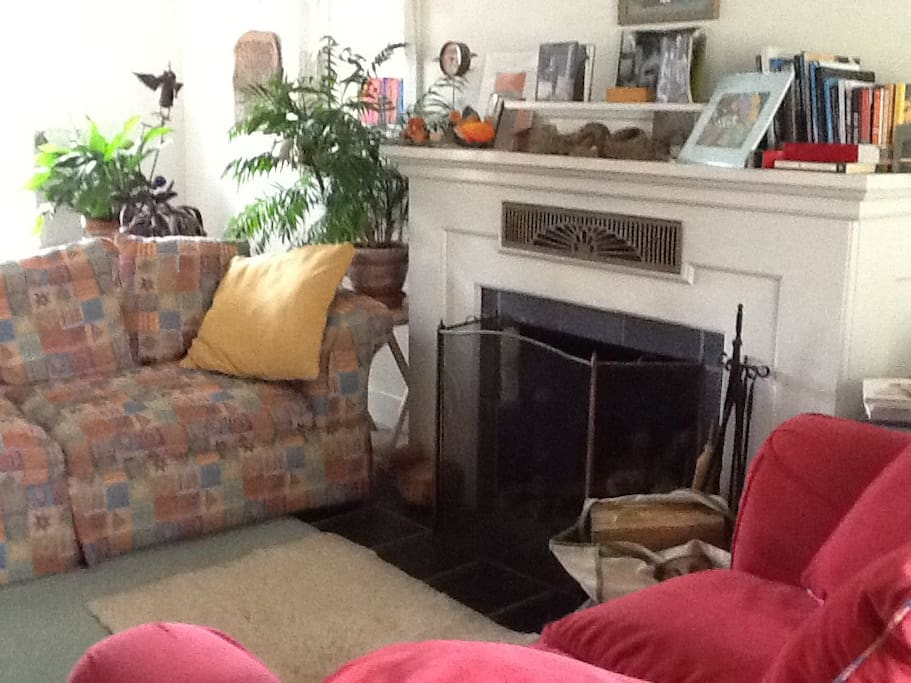 Very comfortable sofas, plenty of wood on the porch, original artwork and antiques, library and panoramic views of the mountains front and back