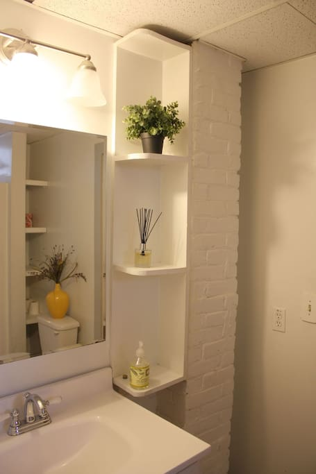 Private Studio- Minutes from T!