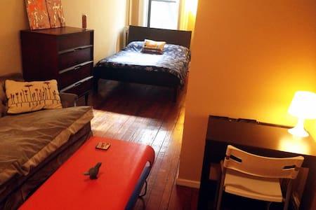 Fab, Spacious Room near Barclay's