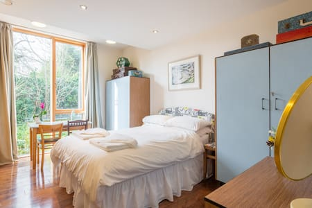 Double room in Modern Eco House - Cambridge - House