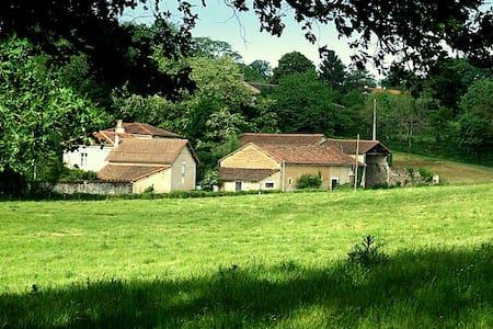 Chambre chez l'habitant au Moulin de Sazat - Le Vigeant