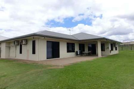 A Fantastic room in Mareeba . . - Haus