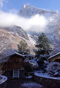 Chambre avec vue sur les montagnes. - Saint-Julien-Mont-Denis - Hus