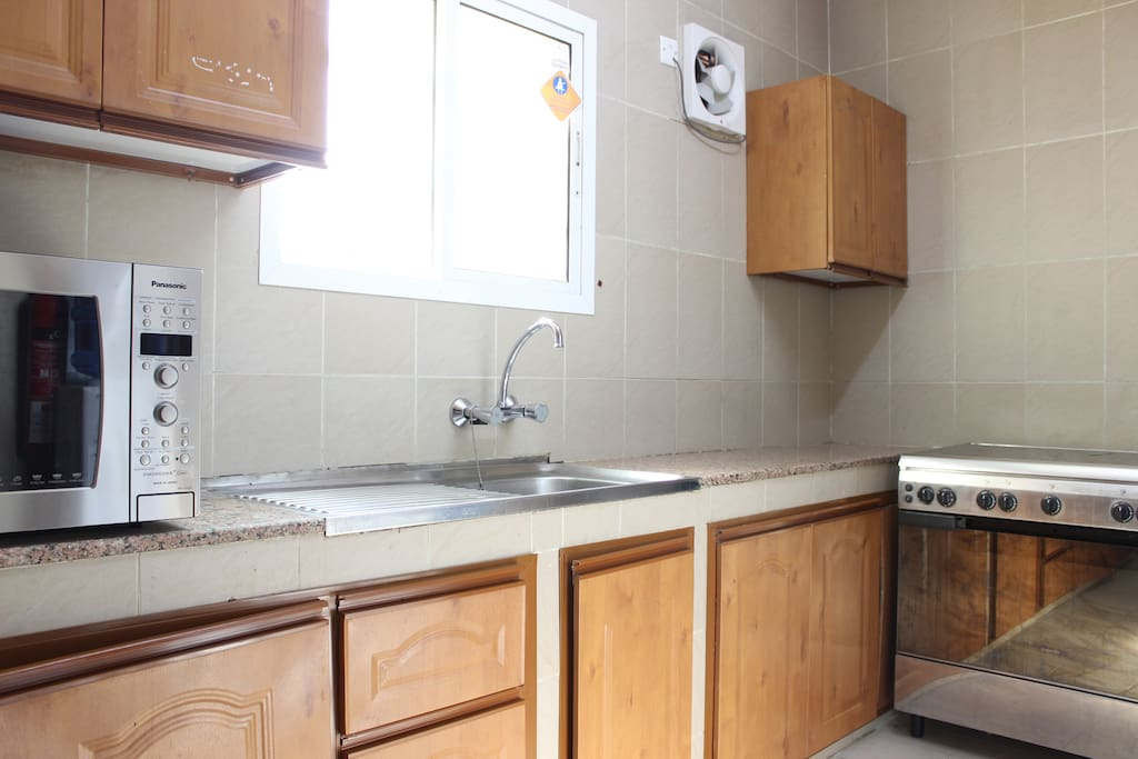 Fully equipped kitchen (oven, stove, microwave, fridge, washing machine)