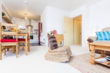 Large High Spec. Brand New Flat - Sutton - Appartement