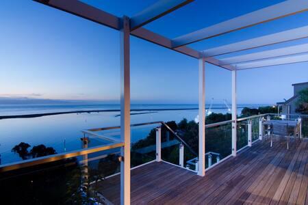 Spacious Sea Views Holiday House