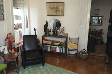 One-bedroom apt in the heart of MTC - Montclair - Apartment