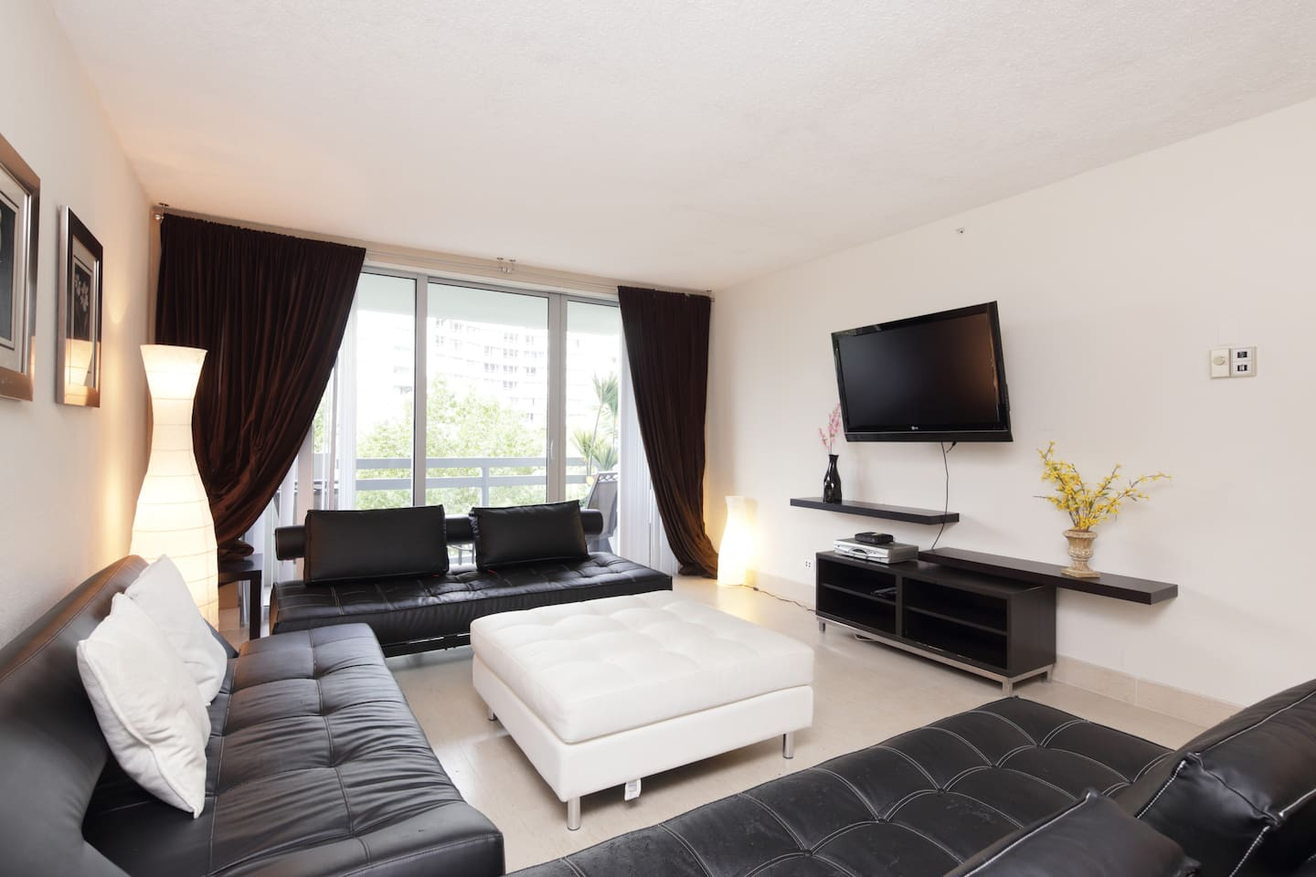 Spacious Living Room with Cable HDTV and Wi-Fi over looking the balcony's garden view
