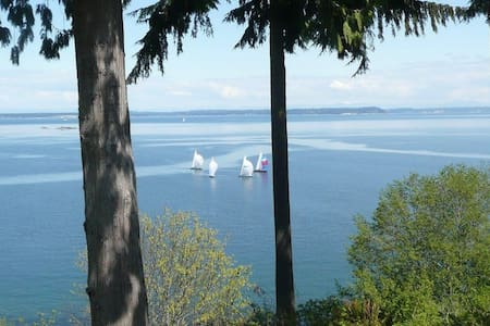 High-Bank Waterfront  Home - Views! - Port Ludlow - Haus