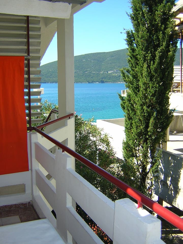 Waterfront studio for two (No1)