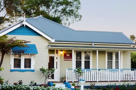 Newcastle's Bed & Breakfast - Lambton/Newcastle - Bed & Breakfast