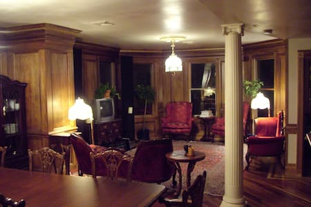 Victorian elegance and breakfast - Somerville - House