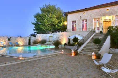 Large bedroom in charming house (3) - Castelmoron-sur-Lot - Bed & Breakfast