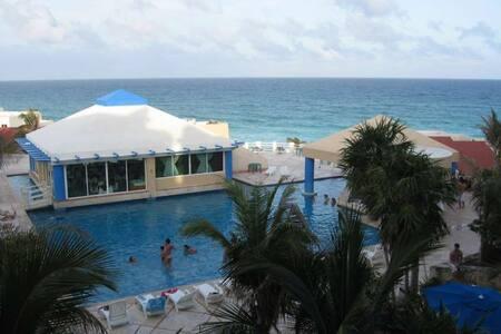 OCEAN VIEW STUDIO ON BEACH A409