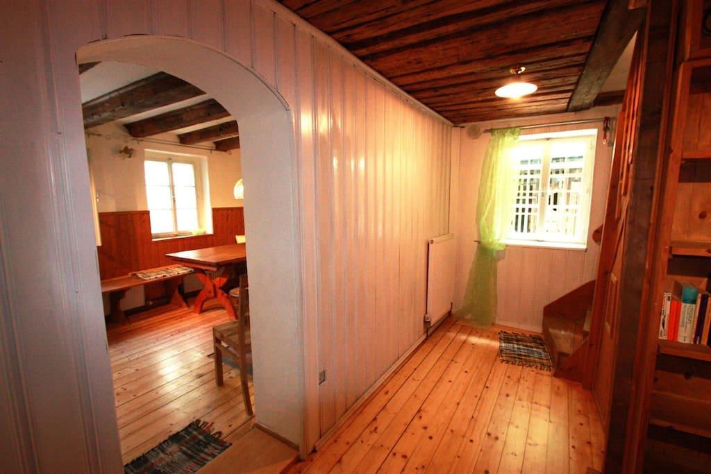 Eingangsbereich mit Blick ins Esszimmer