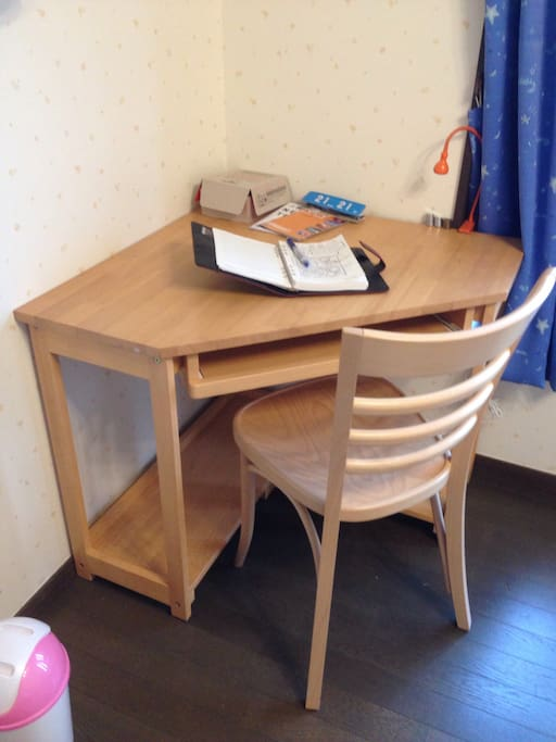 The small table is moved into the room, I think most guests would like it. :-)