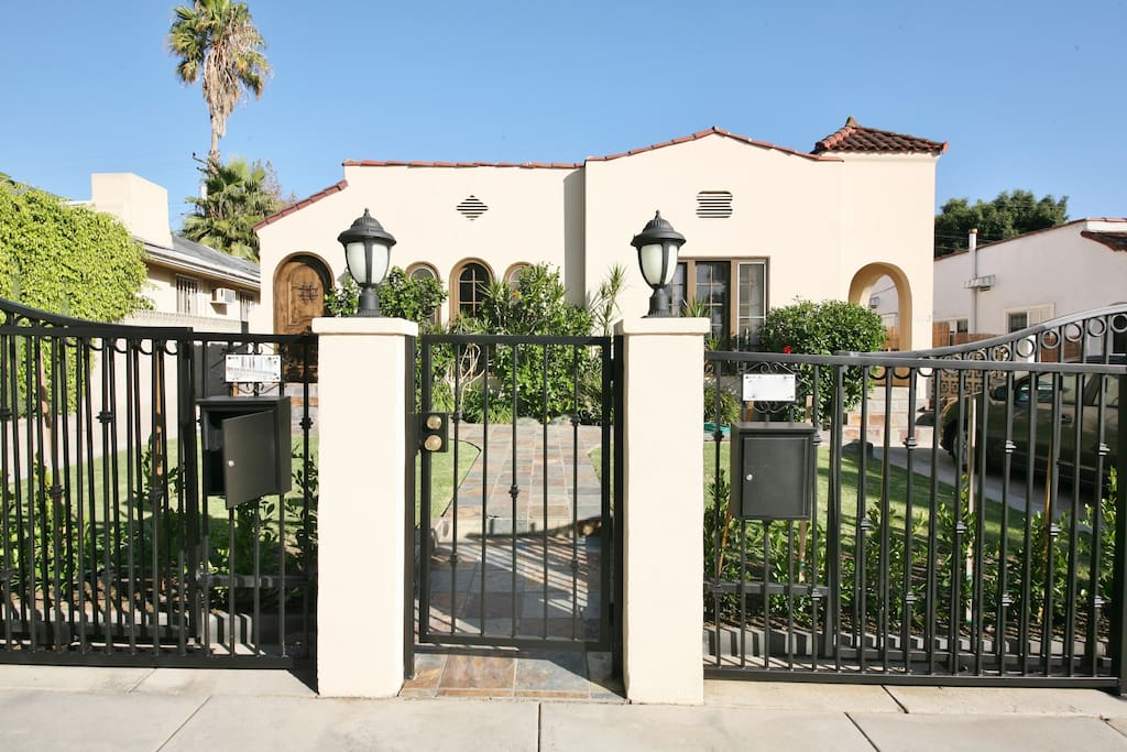 FRONT VIEW OF GATED DUPLEX