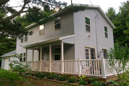 Grand Garden Lake House - Montague - House