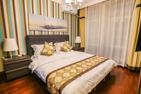 独栋三层别墅,三卧室、客厅、餐厅、厨房 - Casa de campo