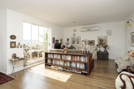 Spectacular, designer 1BR apartment - Yehud-Monosson