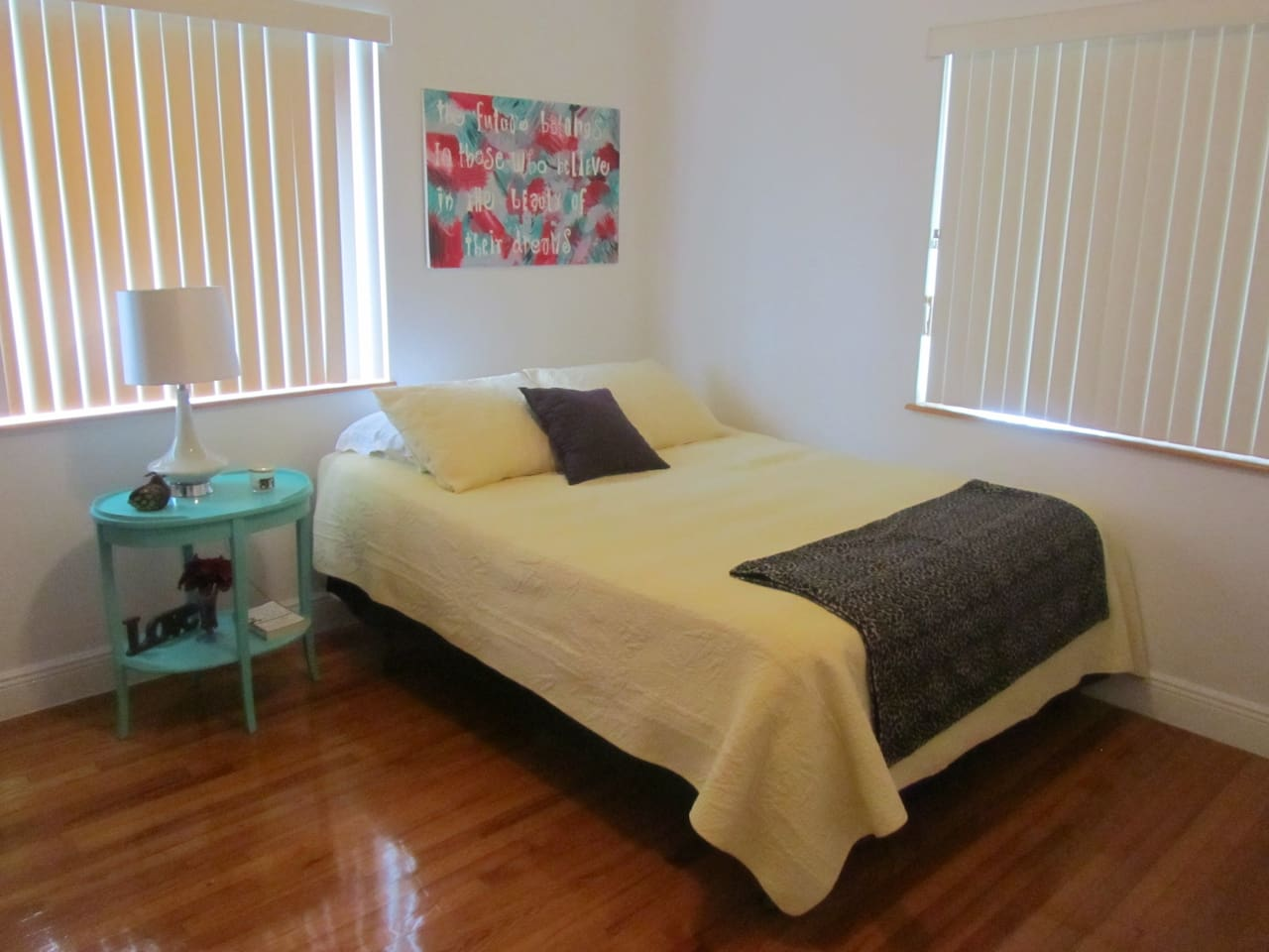 Nice and clean bedroom available.  Full/Queen Bed.