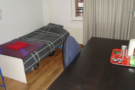 Private bathroom and near city - Heerlen