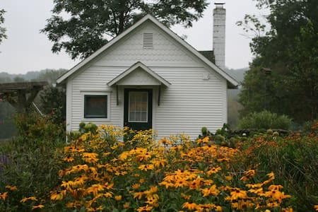 Flower farm cottage in the Poconos