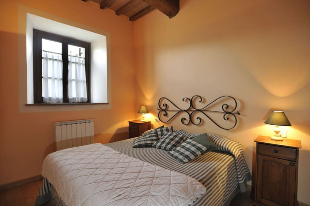 Camera matrimoniale appartamento 'La Zucca' / Double bedroom apartment 'The Pumpkin'
