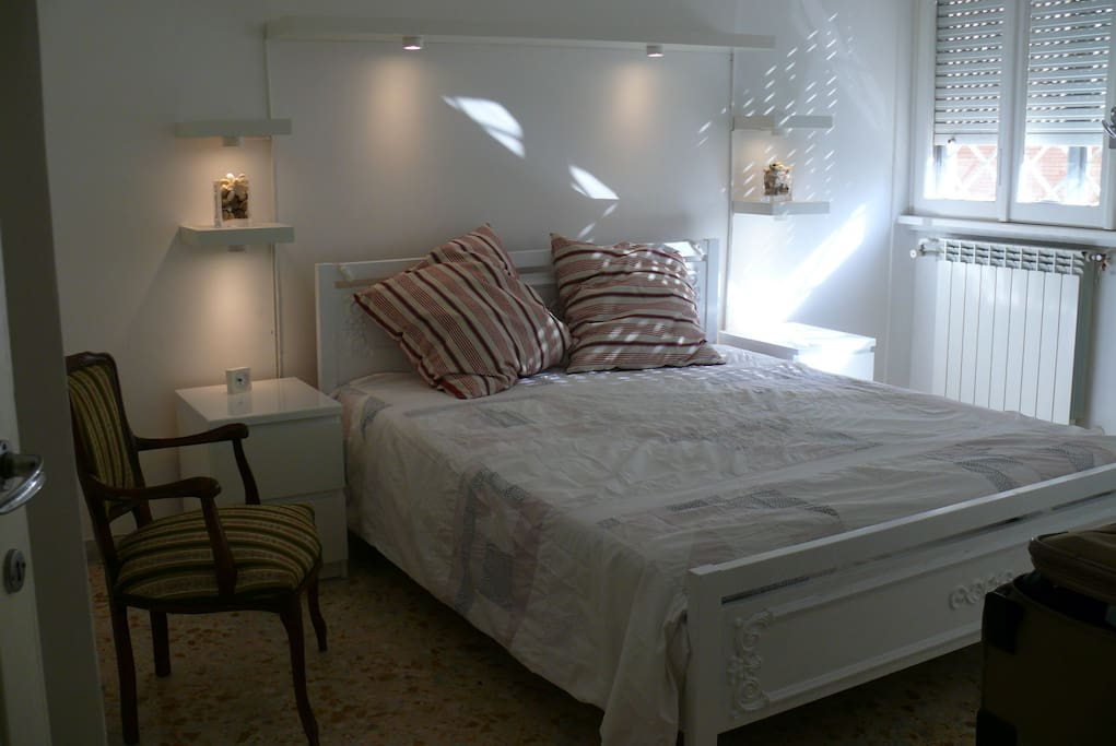 Modern double bedroom. Quiet position with view to internal court yard