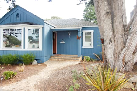 Blue House, Walk to Town and Beach! - Pacific Grove - Casa