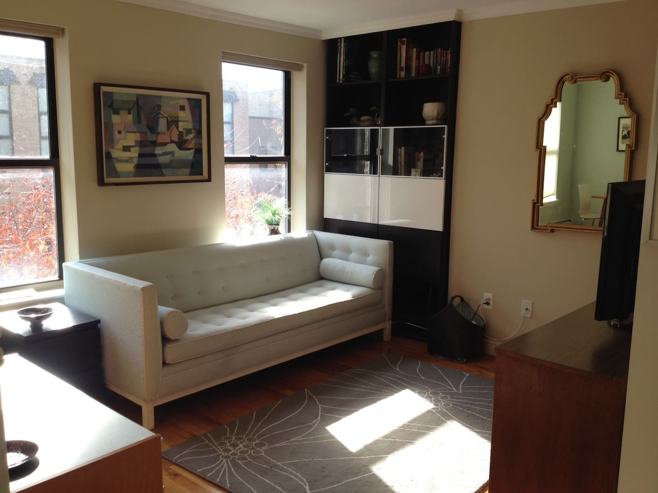 Large Sunny 1BR - Entire 2nd Floor
