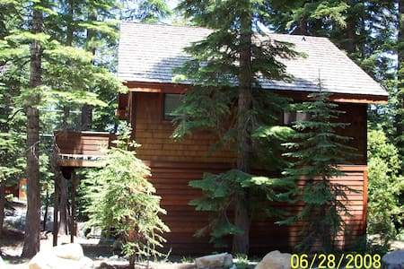 * Xmas 2015   Dec 27th-Jan 3rd 7 night minimum  Homewood at its best!  Great location both winter and summer just off Hiway 89 with excellent winter access and walking distance to lake in summer months.