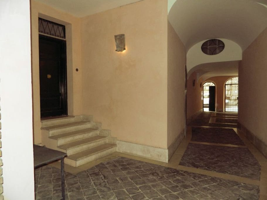 The entrance and the door of the apartment.