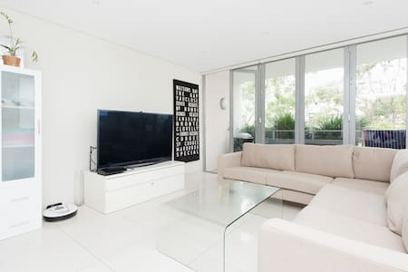 MODERN LIVING METRES FROM THE BEACH - Bondi Beach - Appartamento
