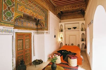 Marrakech central Khamsa room