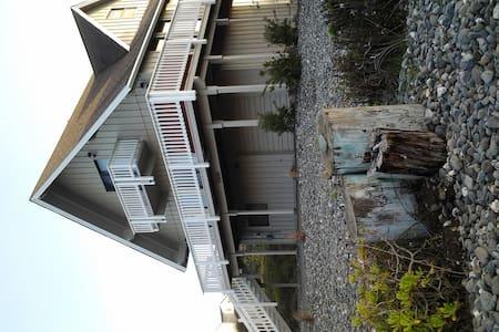 Gold Beach Home, Sleeps 8 w/Hot tub - Gold Beach - Maison