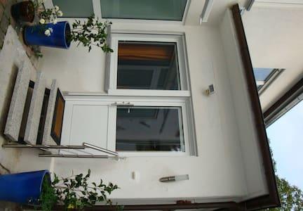 Attractive Guest Suite in Darmstadt - Lägenhet