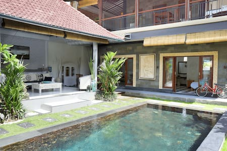 Superior Canggu beach side villa in top location - South Kuta