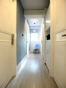 #2) NEW!2ppl,15sec to MTR,Free Wifi - Hong Kong - Apartment