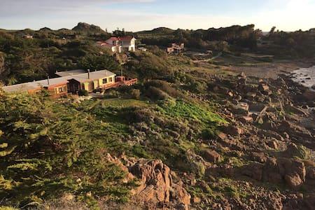 Espectacular casa, a orillas del mar,full equipada - House