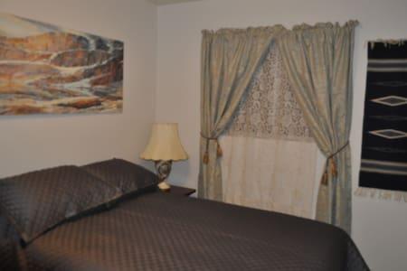 The Avant Garden BnB  Santa Fe Room - Mesa - Bed & Breakfast