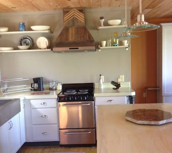 Modern Mtn. Studio, A+Views, Private & Comfortable - Bostic - Lejlighed